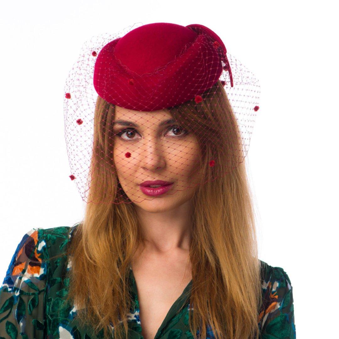 Toca Rona, cu voaletă, rosso india