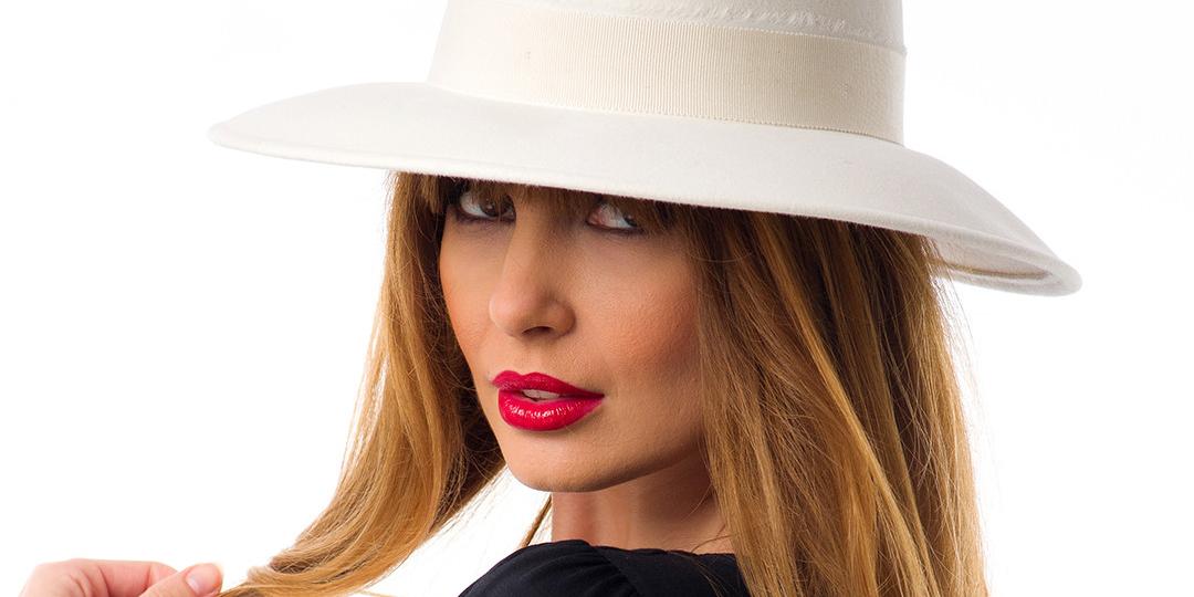 Cum port o pălărie albă?