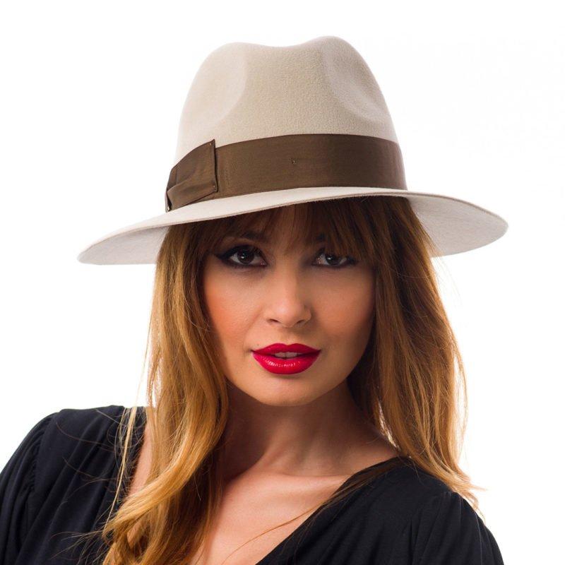 Pălărie Marisol, nude, din velour de iepure